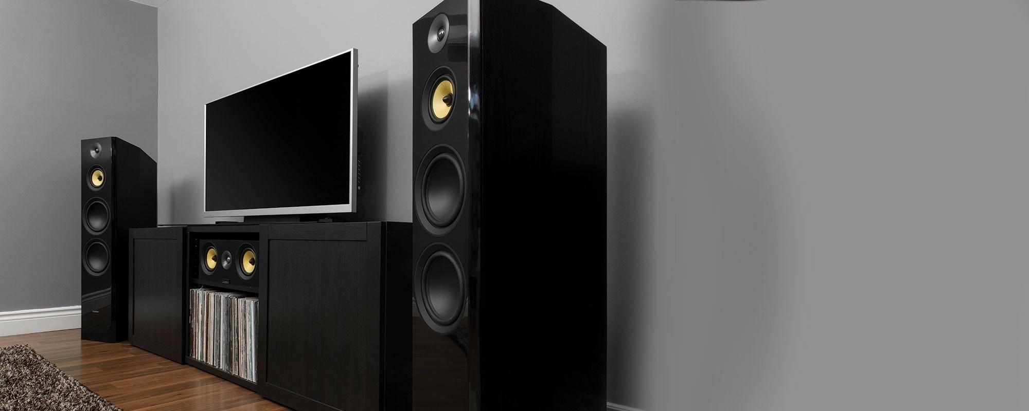 Signature Series Hi-Fi Three-way Floorstanding Speakers - LIfestyle