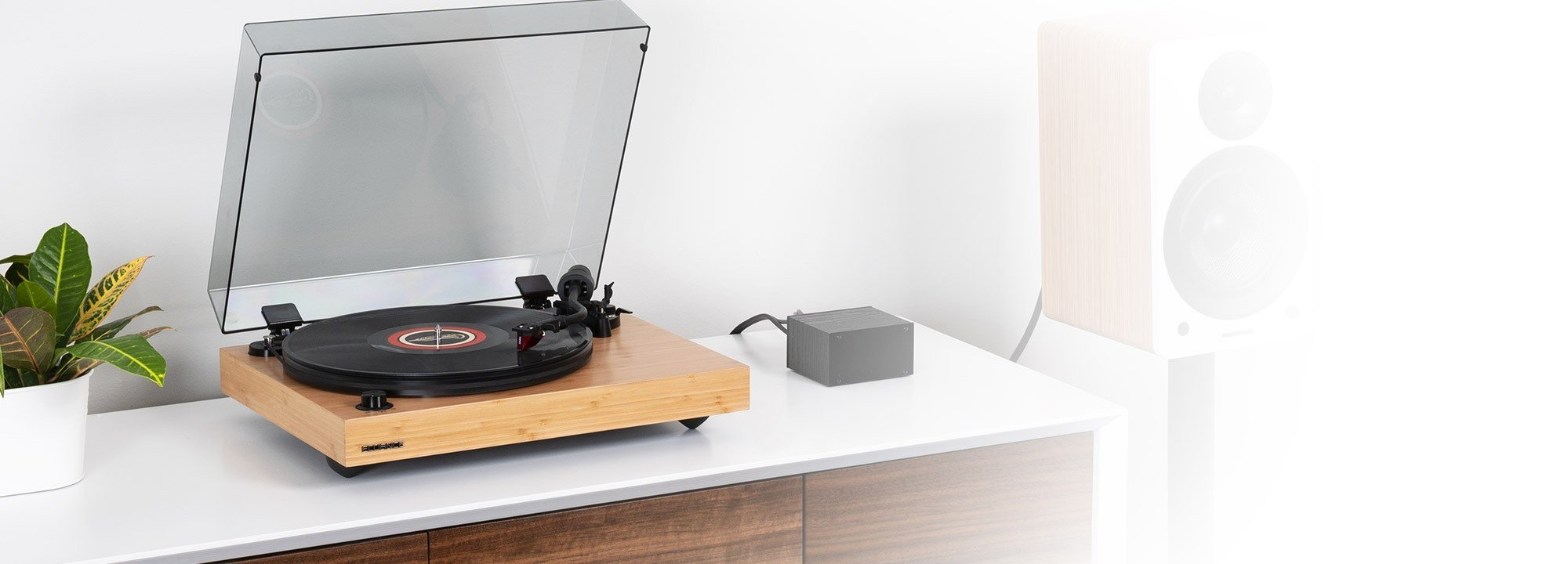 RT83B Reference High Fidelity Vinyl Turntable - LIfe Style 2