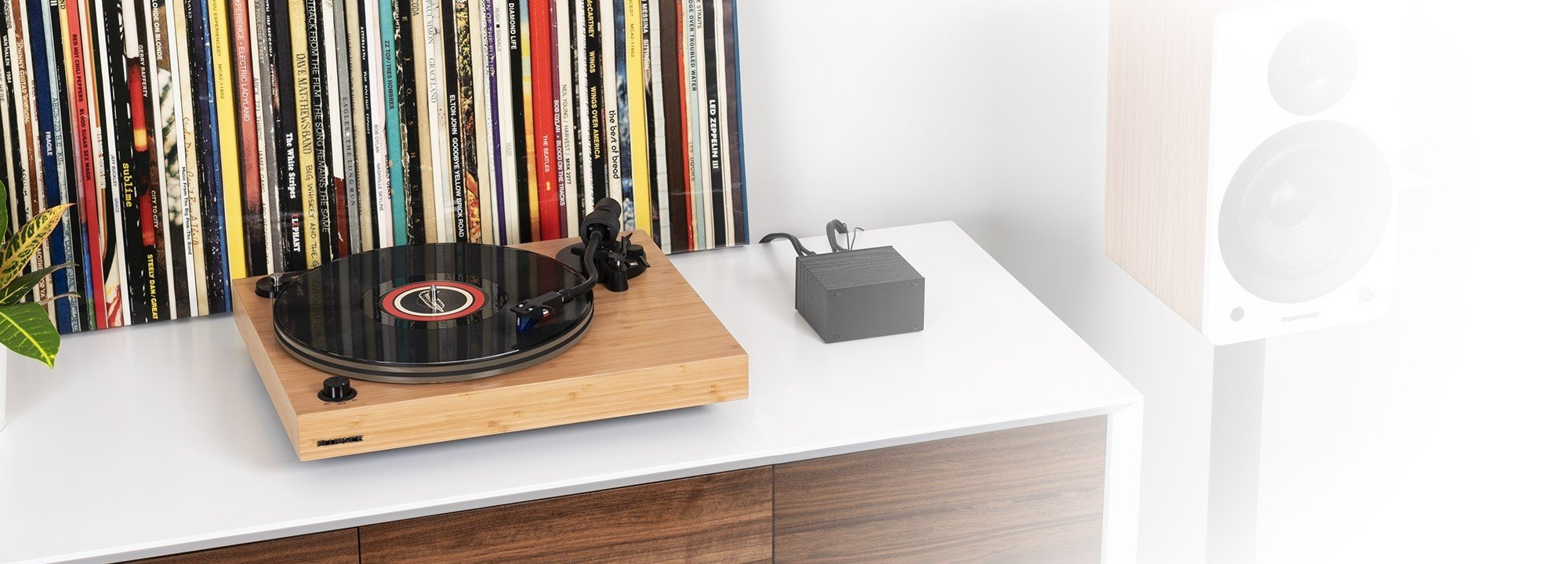 RT85B Reference High Fidelity Vinyl Turntable - LIfe Style 2