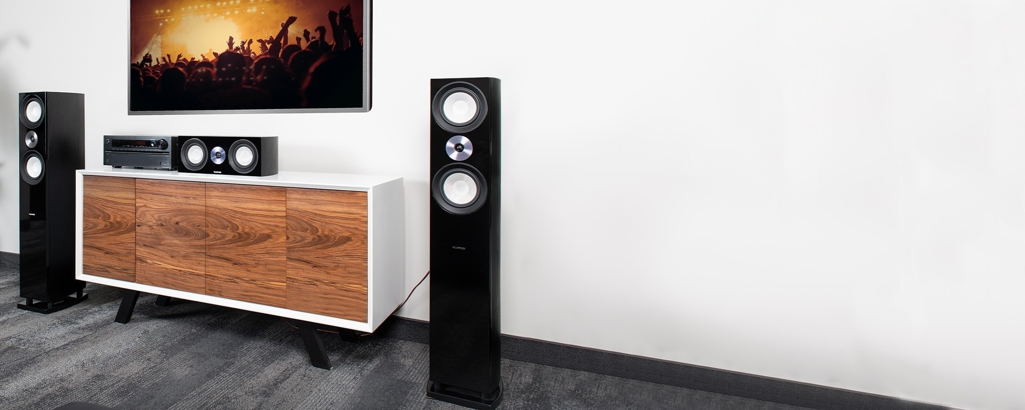Reference Surround Sound Home Theater 5.0 Channel Speaker System with Bipolar Speakers  - Lifestyle Desktop