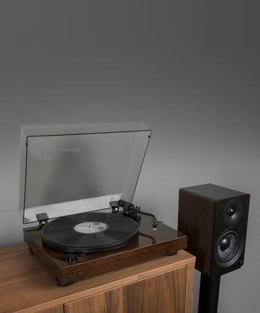 "RT81 Elite High Fidelity Vinyl Turntable with Ai41 Powered 5"" Stereo Bookshelf Speakers - Lifestyle Mobile"