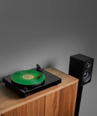 "RT81 Elite High Fidelity Vinyl Turntable with Ai41 Powered 5"" Stereo Bookshelf Speakers - Lifestyle Mobile"