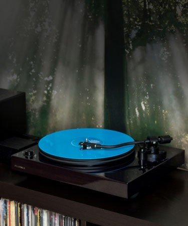 RT82 Reference High Fidelity Vinyl Turntable - LIfe Style