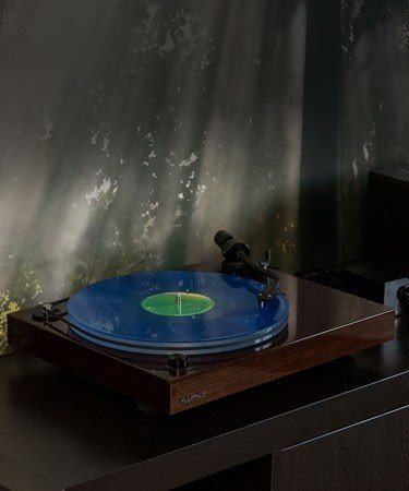 RT85W Reference High Fidelity Vinyl Turntable - Life Style