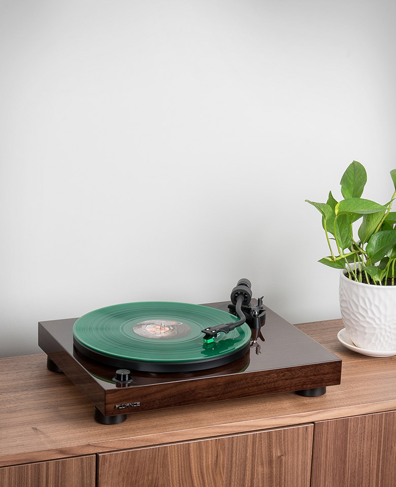 The Fluance RT81 Hifi Turntable